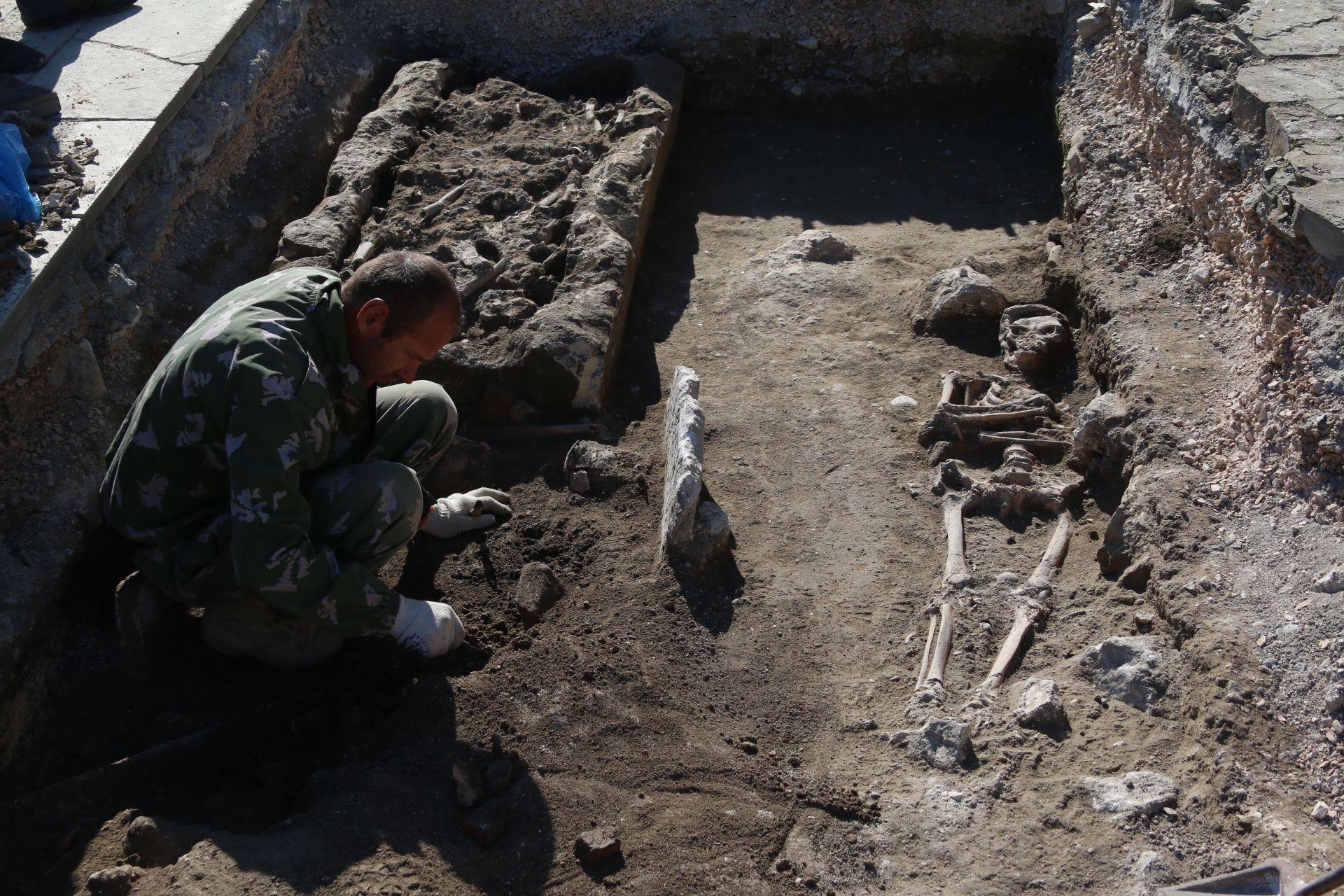 В Херсонесе обнаружили неизвестный ранее средневековый некрополь