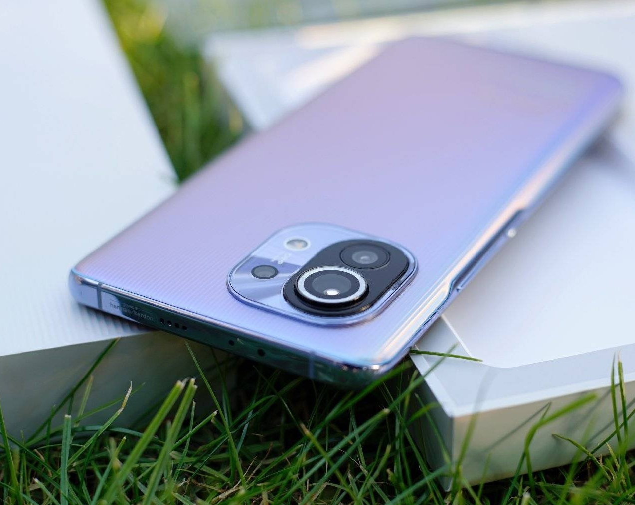 Xiaomi Mi 11 Lite – что нужно знать о молодежном смартфоне от известного бренда?