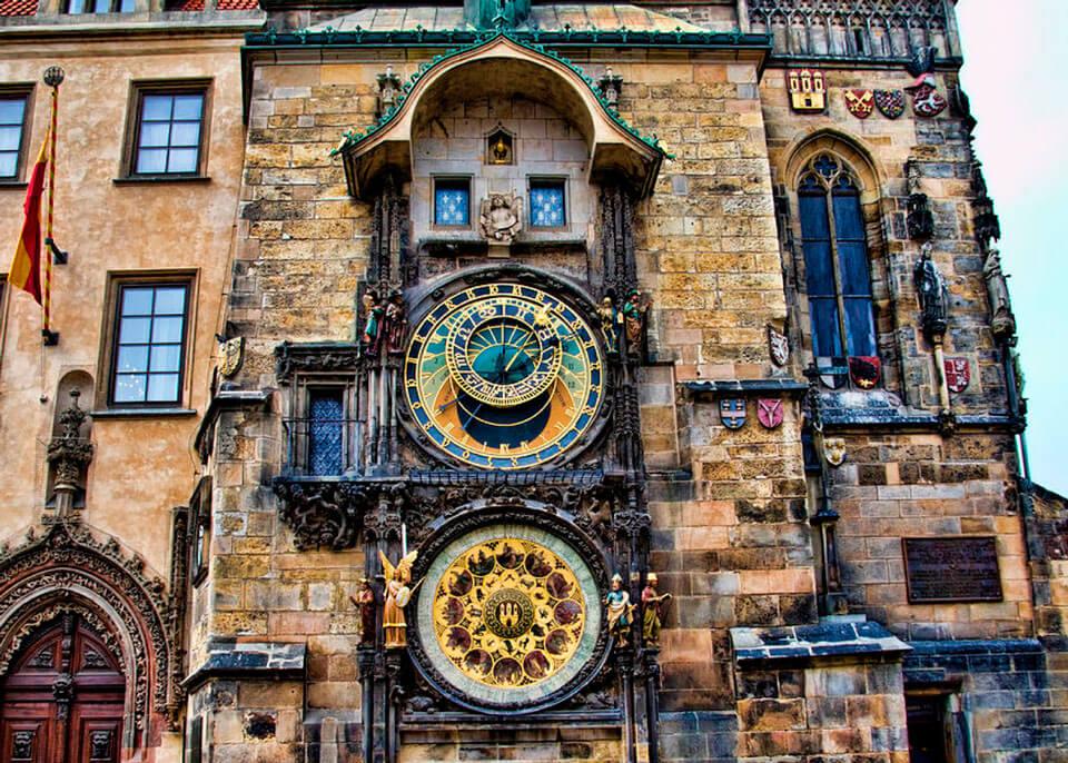 Часы на ратушной башне в столице Чехии называли «оком дьявола»