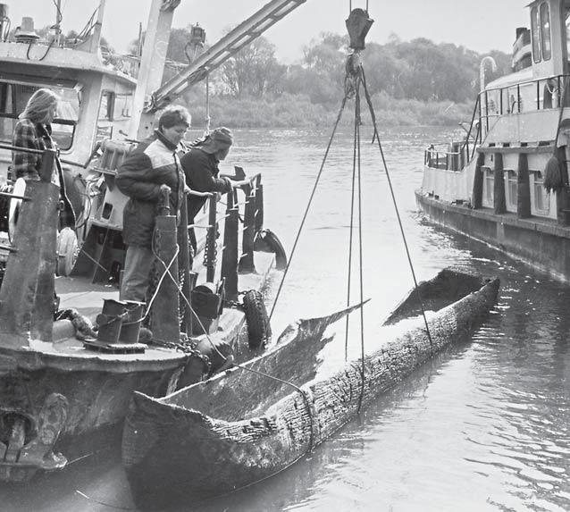 Плоты и старинные лодки
