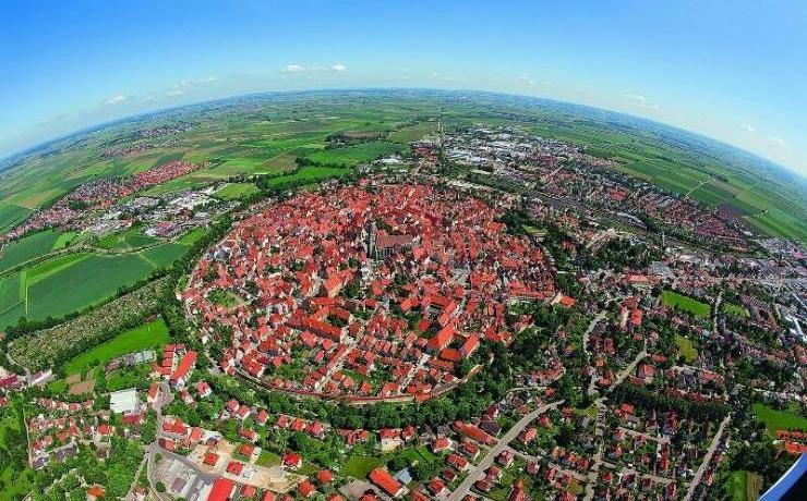 Нёрдлинген - город в кратере
